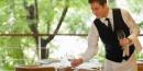 La atención al cliente de un camarero profesional