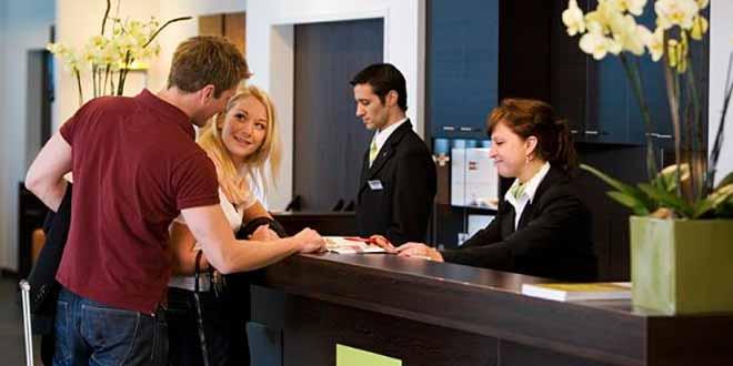 Funciones y características de un asistente en hotelería