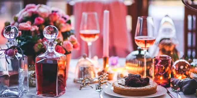 Cómo adornar la mesa según las reglas del ceremonial y protocolo