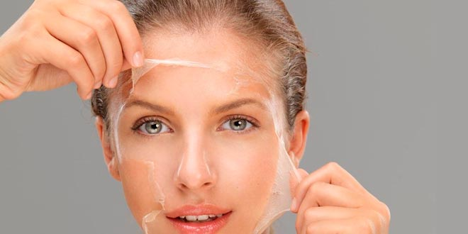 ¿Cómo se hace un peeling facial?