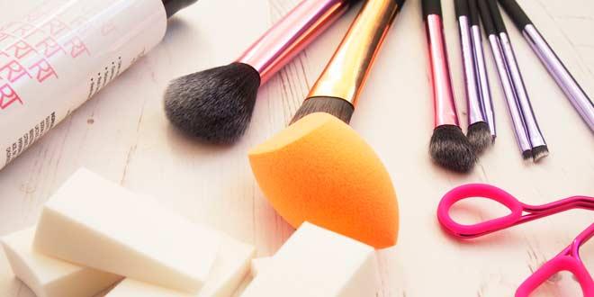 Equipo básico para maquillaje profesional