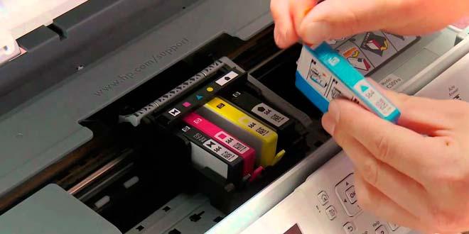 ¿Cómo colocar los cartuchos de tinta?